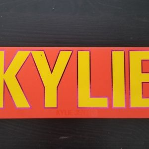 Kylie summer eyeshadow palette